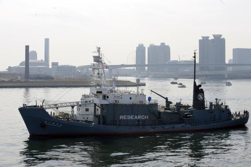日本のクジラ調査船、ロシア当局が検査 オホーツク海