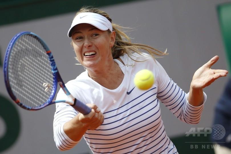 全仏オープン敗退のシャラポワ、...