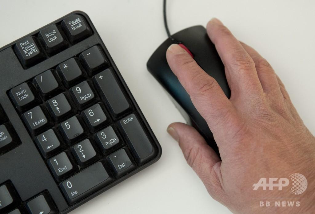 英、ネットポルノ閲覧めぐる年齢認証施行へ 世界初