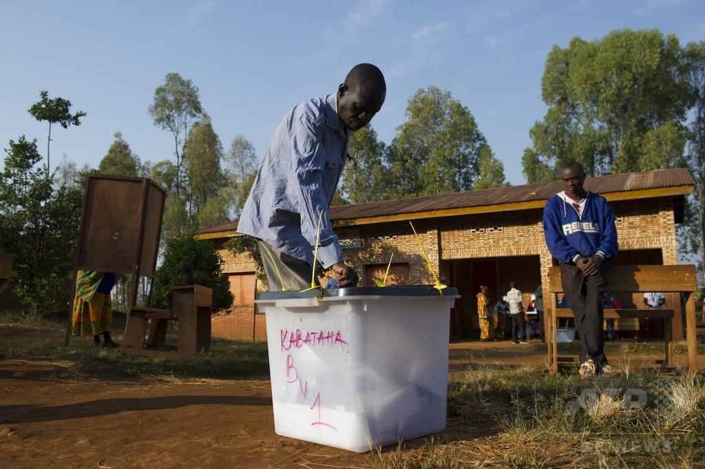 ブルンジ大統領選、投票開始 銃撃や爆発で死者も