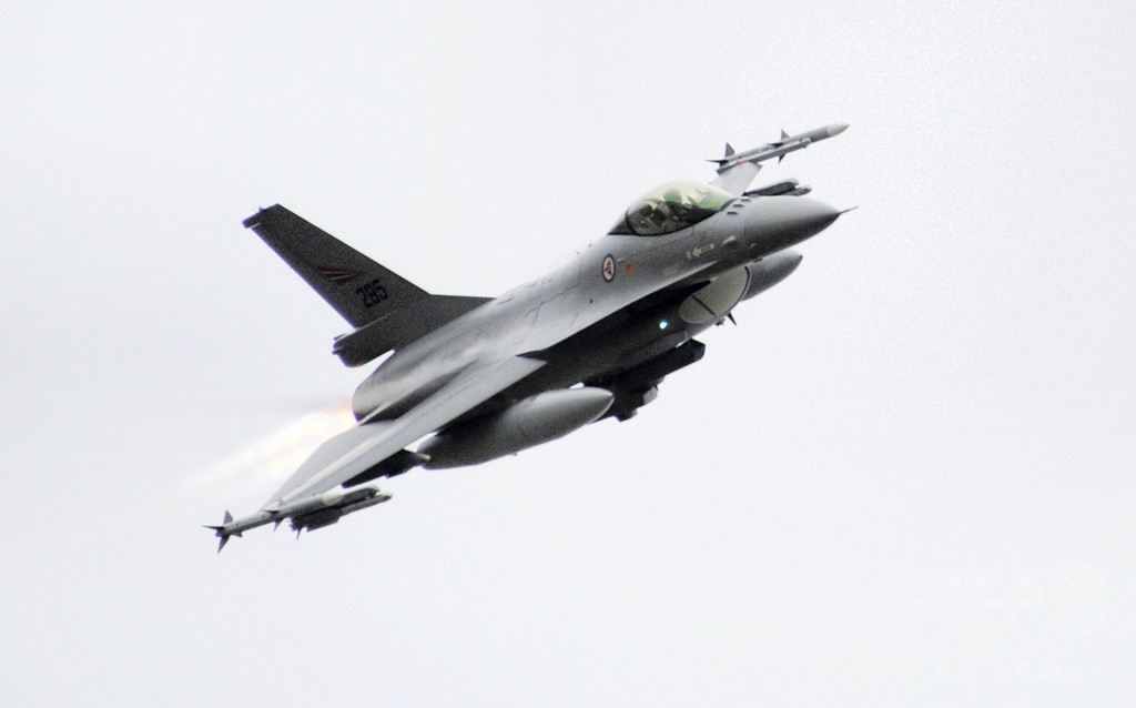ノルウェー軍F16、機関砲で管制塔を誤射