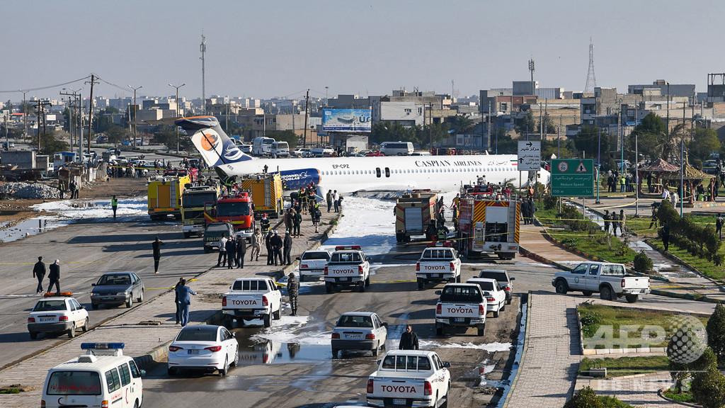 イラン旅客機がオーバーラン、幹線道路に突っ込む 死傷者なし