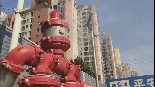動画:水道管がボディーの「消防ロボット」 西安