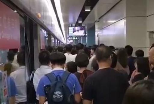 「危ない!伏せろ」 動画撮影しようと地下鉄内でうその情報叫ぶ、深センで3人逮捕