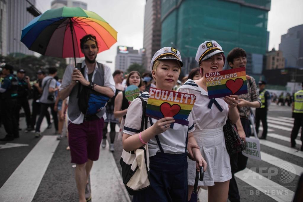 韓国で「ゲイ・プライド・パレード」、反対派宗教団体の抗議も