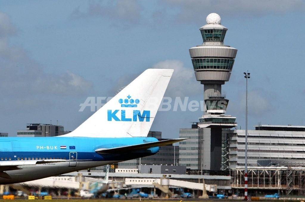 ドイツ空港でKLM機に特殊部隊突入、テロ容疑者2人を逮捕