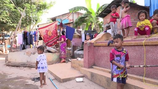 動画:死者と生きる、墓地に暮らす都会の貧困層 カンボジア