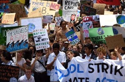 豪で気候変動対策求めるデモ、首相の制止振り切り児童・生徒も参加