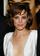 レイチェル・マクアダムス、デコルテを強調する白のドレスで上映会に登場
