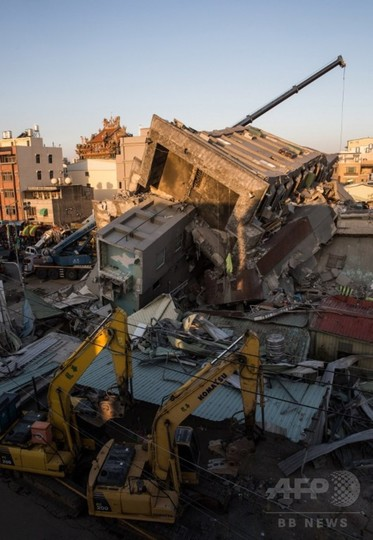 台湾地震、倒壊住宅の死者100人超える