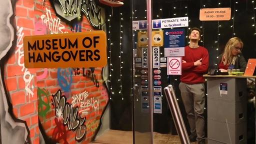 動画:酔っ払いのとっぴな行動がテーマ、クロアチアに「二日酔い博物館」