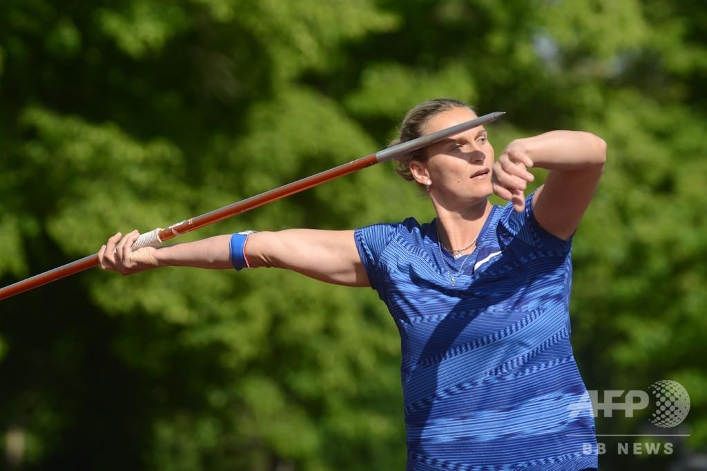 チェコで陸上競技再開、やり投げ元世界女王が輝く