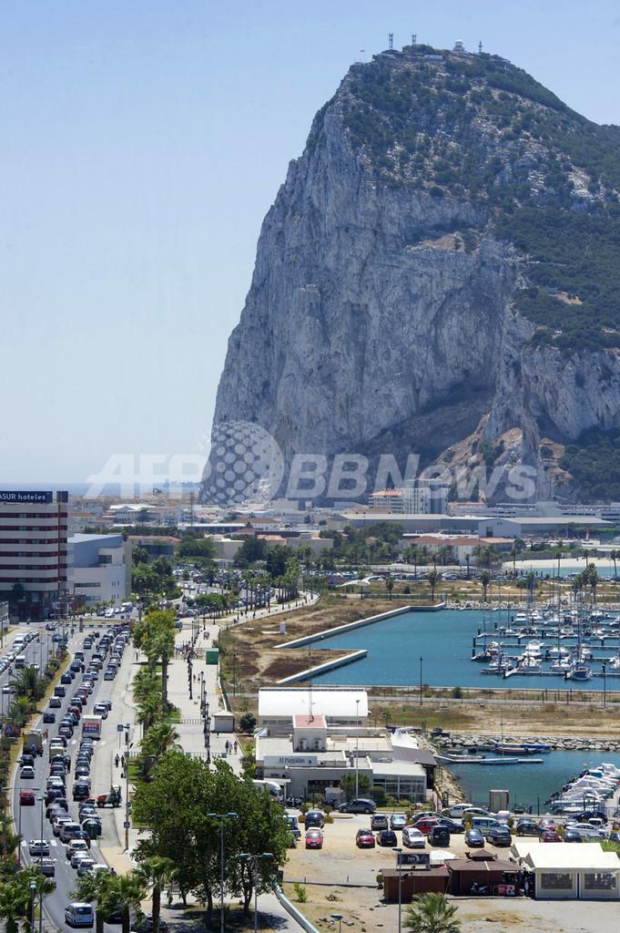 繁栄を謳歌する英領ジブラルタル、不況下スペインの南端で
