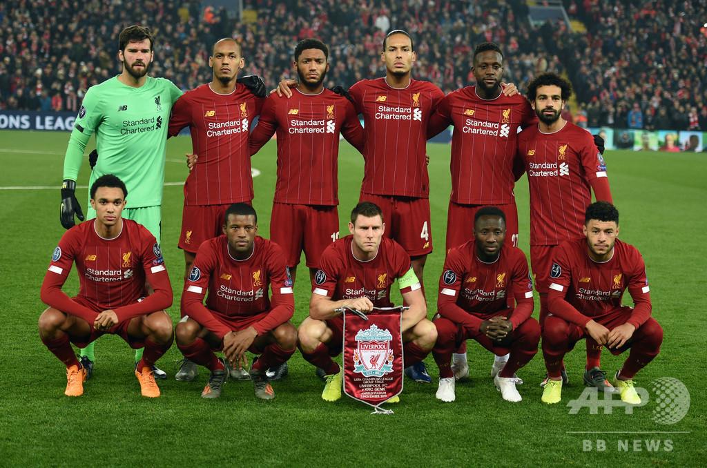 リバプール選手は膝つき、英サッカー界で連帯の輪 米黒人死亡事件