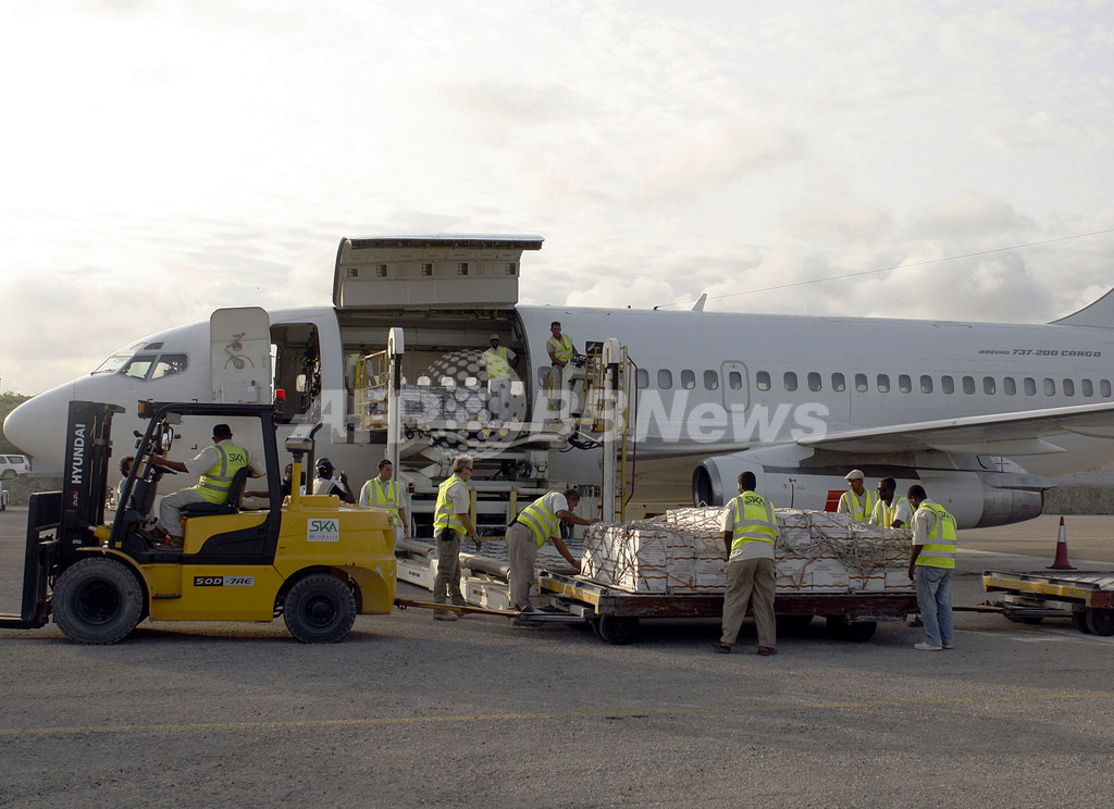 飢饉発生のソマリアへ、子供向け栄養食品を空輸 WFP