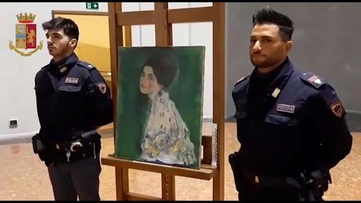 動画:伊美術館の外壁の穴に絵画、20年前に消えたクリムトの作品か?