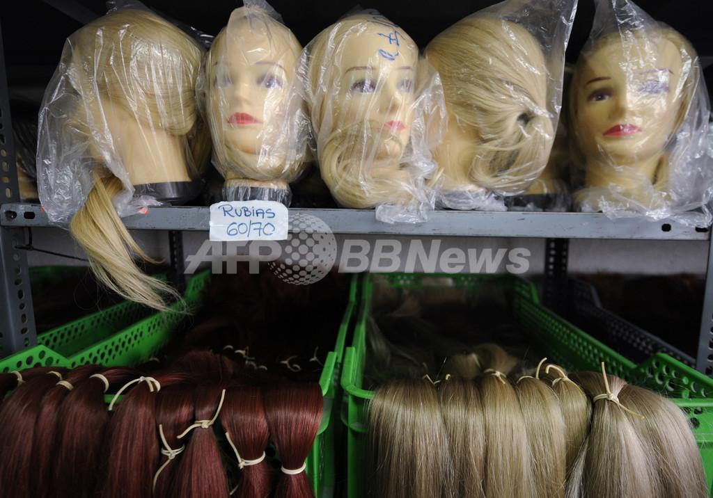 不況のスペイン、髪を売る女性が急増中