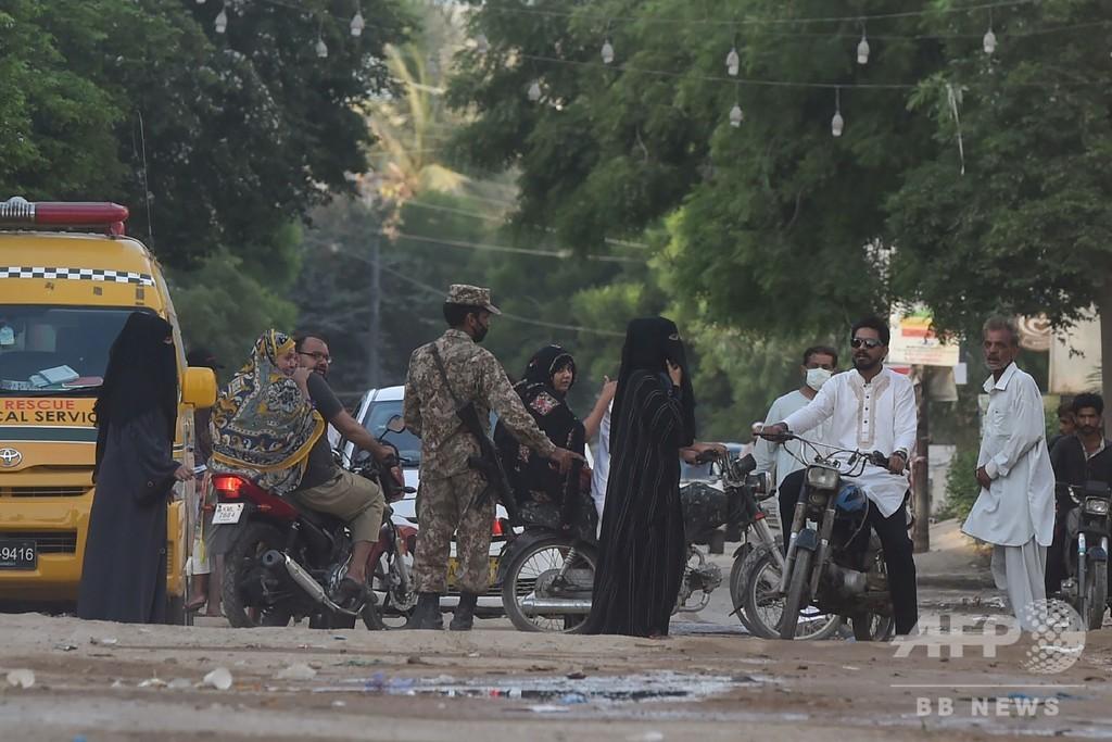 パキスタン航空機墜落、死者97人 生存者2人 州当局