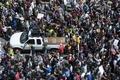 ボストンで4万人の反人種主義デモ、ナショナリストの集会を圧倒