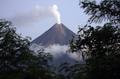 フィリピン・マヨン山から噴煙、7月から活発化