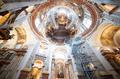 教会に浮かぶ巨大な球体、オーストリア・ウィーンで展示
