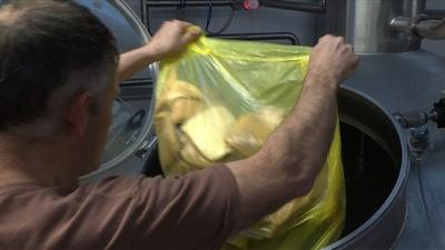 動画:廃棄パンからビールを製造、英国の食品リサイクル