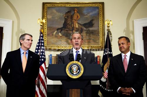 行政管理予算局長が辞任、ブッシュ政権に新たな痛手