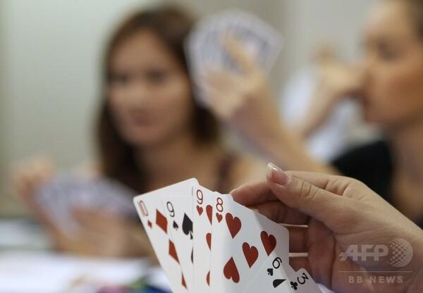 タイ、外国人犯罪摘発で捕まえたのはブリッジで遊ぶ32人