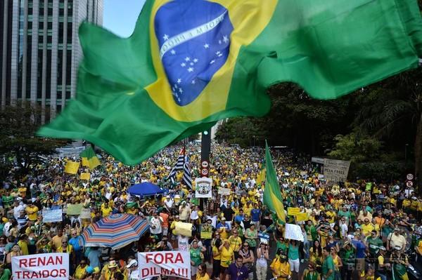 ブラジル全土で反大統領デモ、「190万人参加」