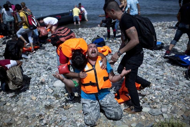 難民流入で「爆発寸前」、ギリシャ・レスボス島 担当相