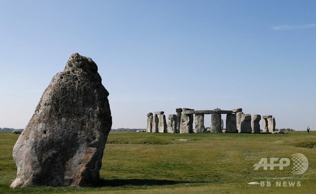 新石器時代の「驚くべき」環状竪穴群、英ストーンヘンジ近くで発見