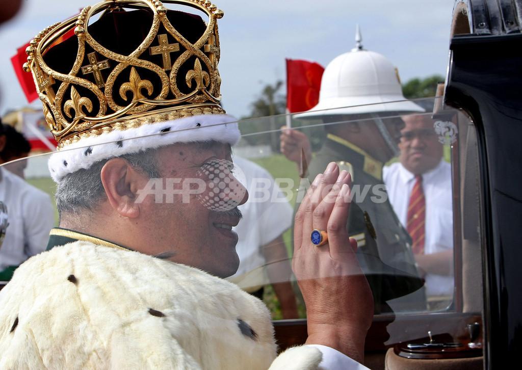 トンガで国王戴冠式、皇太子さまも出席