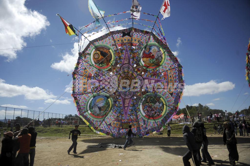 カラフルな大凧でマヤ暦「新時代」前祝い、グアテマラ