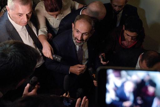 アルメニア首相に野党指導者のパシニャン氏、政界勢力図一変
