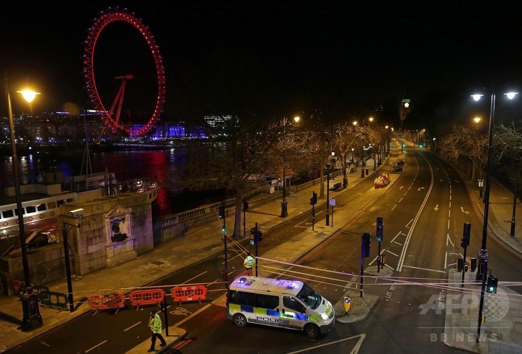 ロンドンのテムズ川に不発弾、軍が処理 帰宅ラッシュ時に橋を封鎖