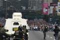 ベネズエラで「すべての抗議の母」デモ、若者2人死亡