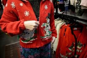 キッチュだけどクール、英国でブームの「クリスマスセーター」
