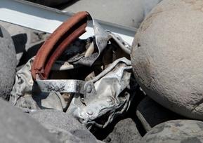 レユニオン島で複数の金属片を発見