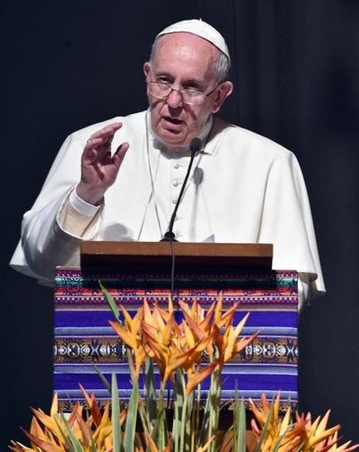 キリスト教徒の「大量虐殺」は「第3次大戦」、法王が終結求める