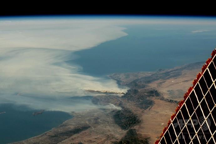 米カリフォルニア州の山火事、消...