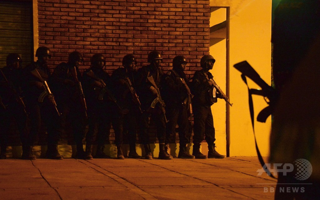 ブルキナファソのホテル襲撃、人質63人救出
