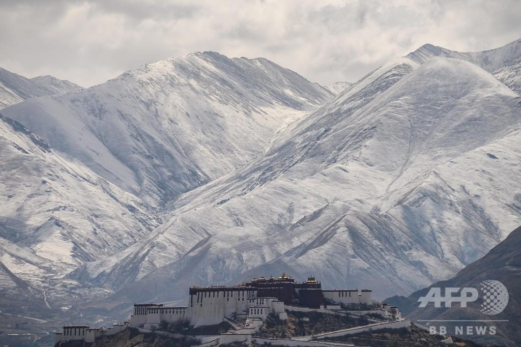 新年を迎えたチベット自治区ラサに初雪