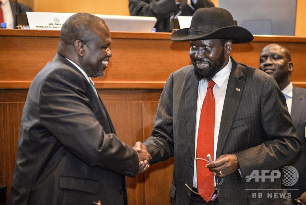南スーダン、統一政府の発足を半年間延期で合意