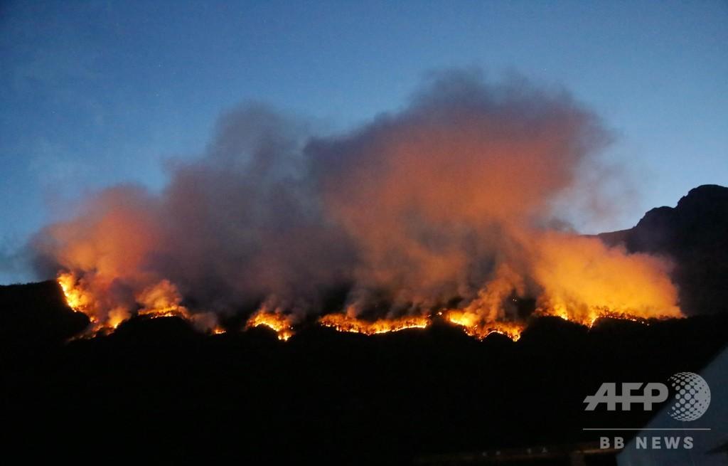 四川の山火事、冕寧県で65ヘクタール焼く