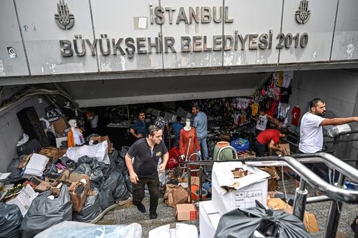 トルコ・イスタンブールで豪雨、1人死亡 グランドバザールも浸水