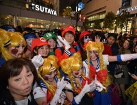 仮装した人たちで大混雑、東京・渋谷 ハロウィーン