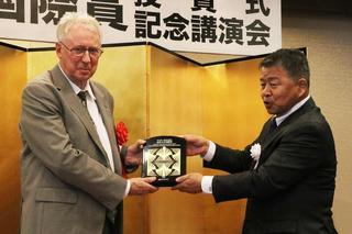 金沢大学が第1回「鈴木大拙--西田幾多郎記念金沢大学国際賞」授賞式および記念講演会を開催 -- 受賞者のヨーロッパを代表する東洋学者フレデリック・ジラール氏が講演