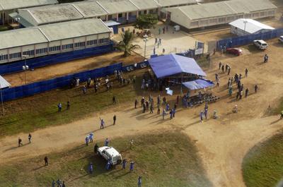シエラレオネ与党が副大統領を追放、エボラは無関係?