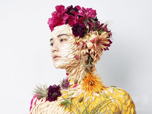 計良×勅使河原、花を題材にしたヘアメイク写真展を開催