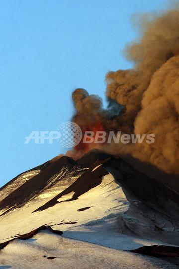 チリ南部で火山噴火、150人が避難
